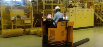 Transportador de bobinas de papel